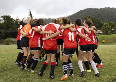 jv-womens-football-huddle
